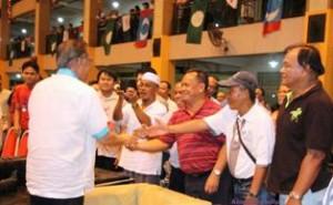 Abang ipar kepada Timbalan Ketua Menteri Sabah, Datuk Seri Yahya Hussin mengetuai 136 ahli Umno dari Dewan Undangan Negeri Petagas, menyertai KEADILAN.