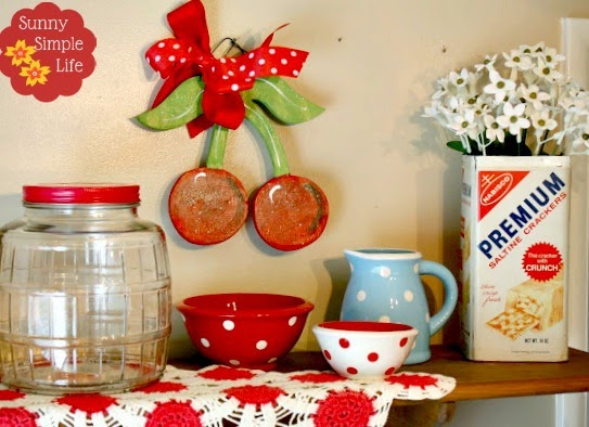 Sunny simple life vintage kitchen decor for Kitchen decor items