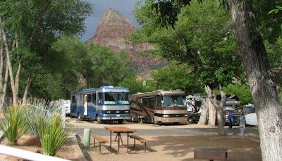 autocampere på campingplads i zion national park i Utah usa