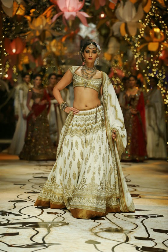 The Age Old Trend of Brocade | Rohit Bal Runway