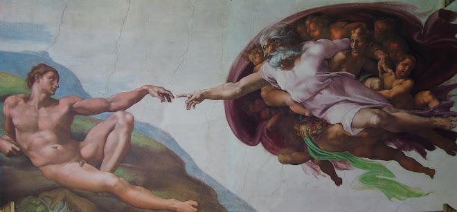A Criação de Adão de Michelangelo pintada na abóboda da Capela Sistina; Legado do Renascimento.