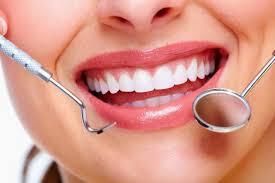 8 Cara alami menghilangkan karang gigi agar gigi putih bersih