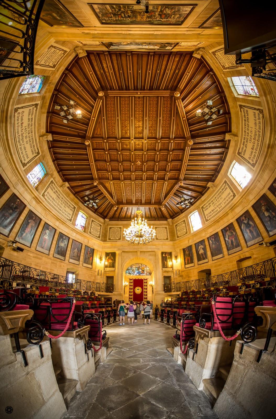Sala de Juntas de Guernica :: Panorámica 9 x Canon EOS 5D MkIII | ISO3200 | Canon 17-40 @17mm | f/4.0 | 1/60s