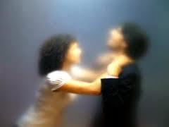 الزواج التعيس يصيب المرأة بالسمنة - امرأة تخنق رجل