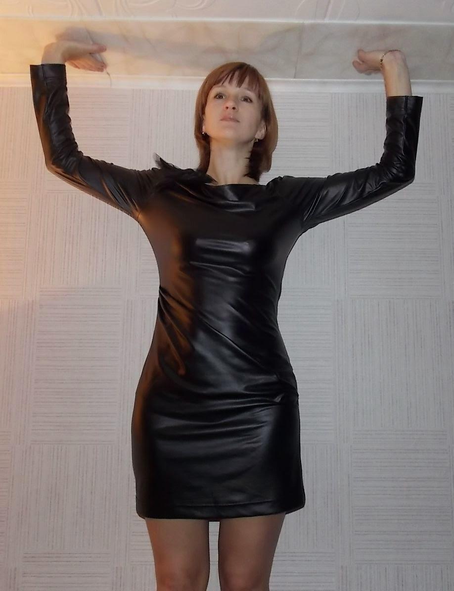 Смотреть в кожаном платье