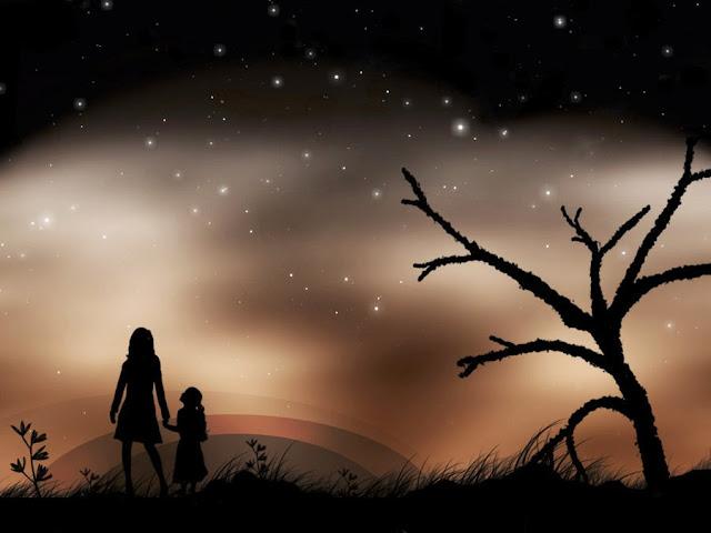 Imagen de la silueta de una madre y su pequeña hija en un paisaje nocturno de siluetas con un cielo estrellado.