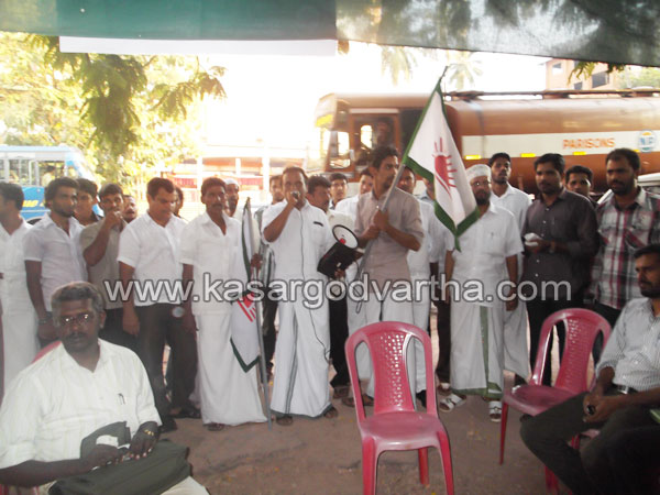 Kasaragod, Strike, Minister, Endosulfan, Meeting, Kerala, Kerala News, International News, National News, Gulf News.