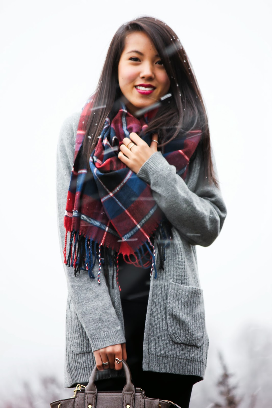 how to wear uniqlo 2 way stole as a scarf