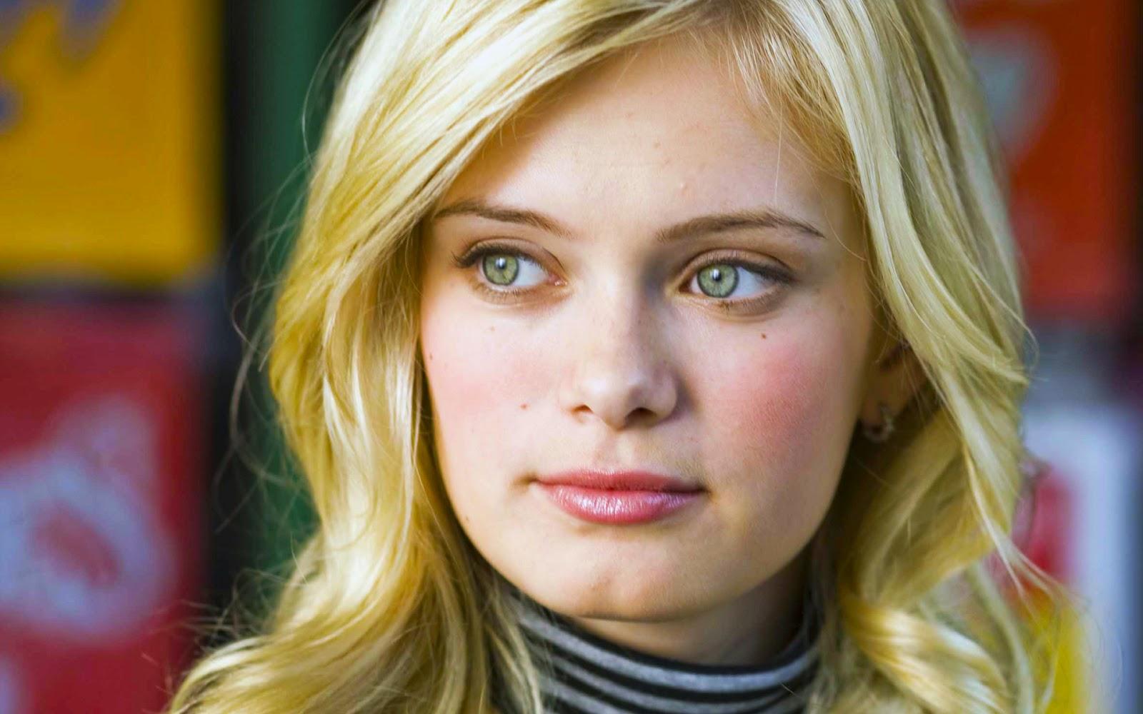 Sara Paxton Wallpaper hot - Hollywood hot actress