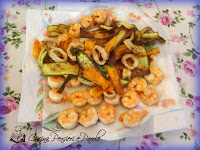 Fritto di scampi, calamari, zucchine e carote