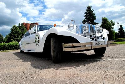 limo concept - lincoln - white limousine