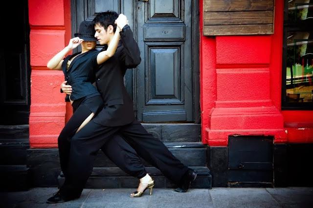 пара танцует в стиле джаз