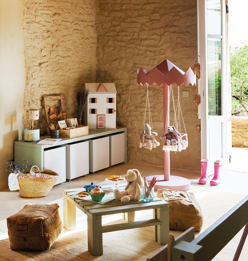 Boiserie c una stanza dolce e giocosa per le feste - Habitacion de ninos decoracion ...