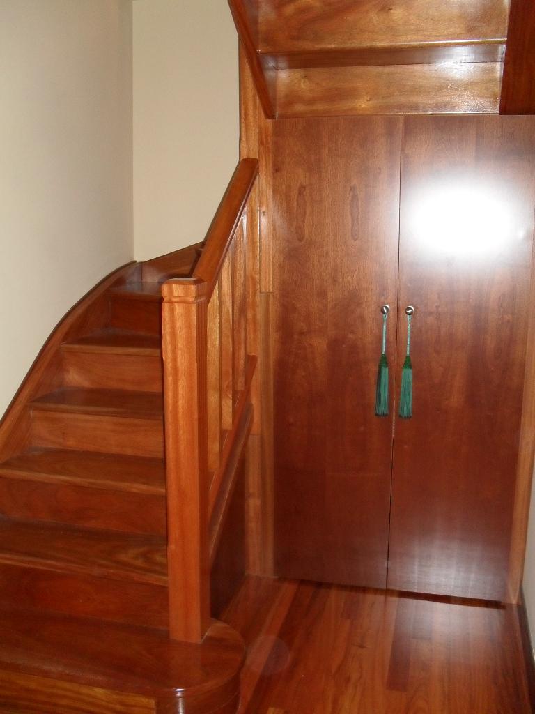 Carpinteria jvg cantabria instalaciones de carpinteria for Armarios para escaleras
