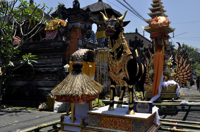 INDONESIA: Asistiendo a una cremación  en Bali