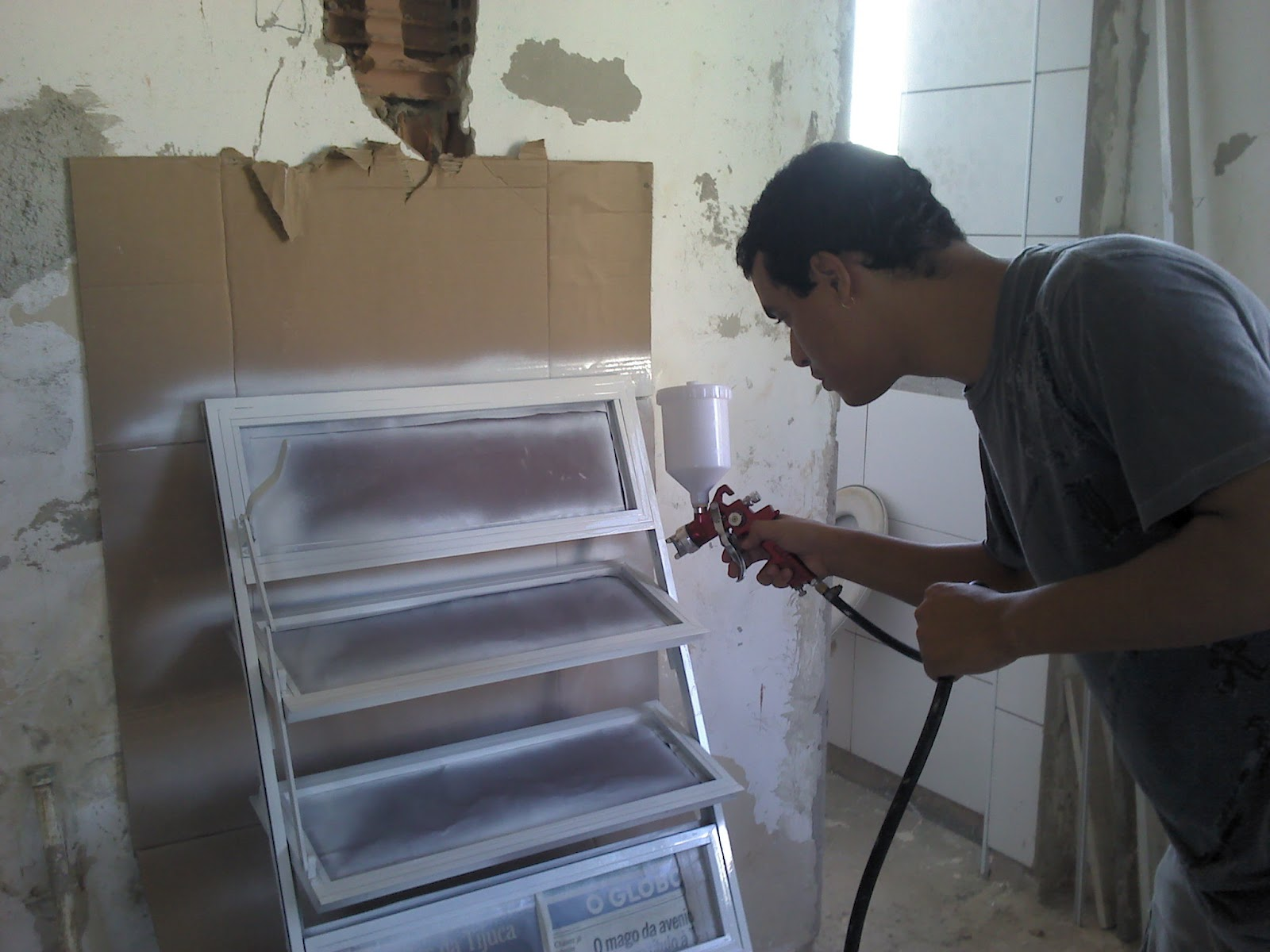 Um dia no ap a reforma reforma do basculante do banheiro - Pintura de aluminio ...