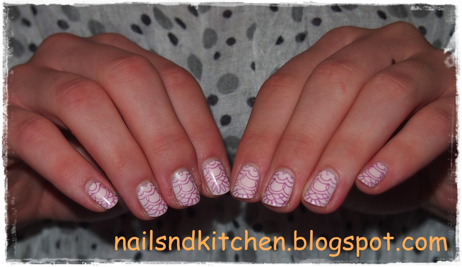 http://nailsandkitchen.blogspot.com/2014/09/fioletowe-stemple-recenzja.html