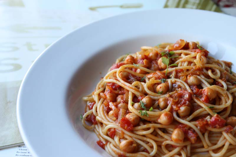 A2K - A Seasonal Veg Table: Spiced spaghetti with chickpeas