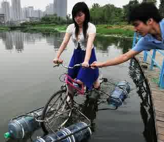 Sepeda Ampibi Solusi Ketika Banjir Melanda www.guntara.com
