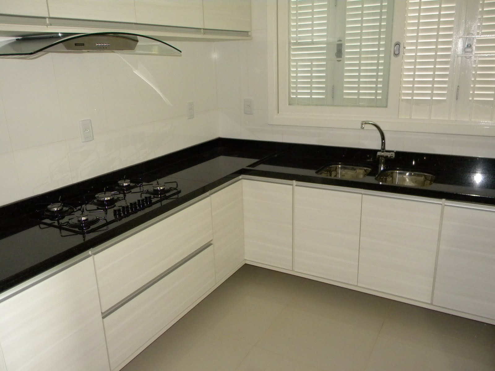 Cozinha de granito Preto São Gabriel Marmoraria MPK #59513B 1600x1200 Banheiro Com Granito Sao Gabriel