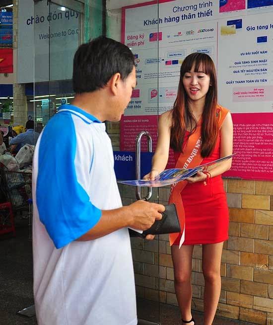 SCTV tiếp thị tại Co.opmart Đinh Tiên Hoàng