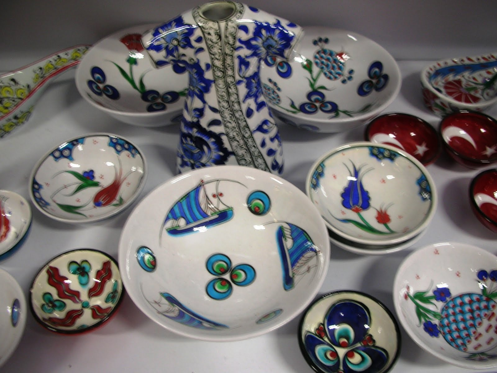 Last but not least some wonderful ex&les of hand painted Turkish pottery and some good reading to share by our famous author Orhan Pamuk and Louis de ... : turkish tableware - pezcame.com