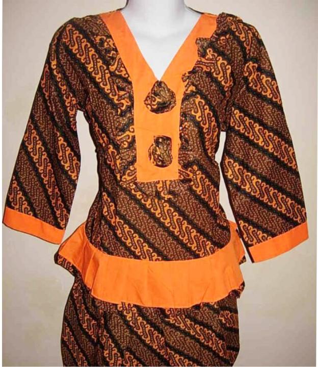 batik, yaitu seni membuat pola hias di atas kain dengan proses teknik
