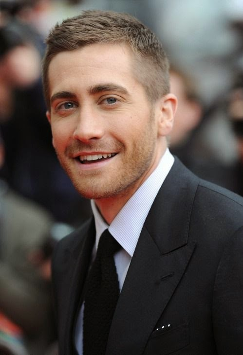 it seems the money is an object to Jake Gyllenhaal live as he has reportedly just put the Hollywood Hills home on market for asking price $ 3.3 M.