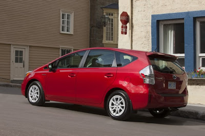 2012-Toyota-Prius-v-Luxury