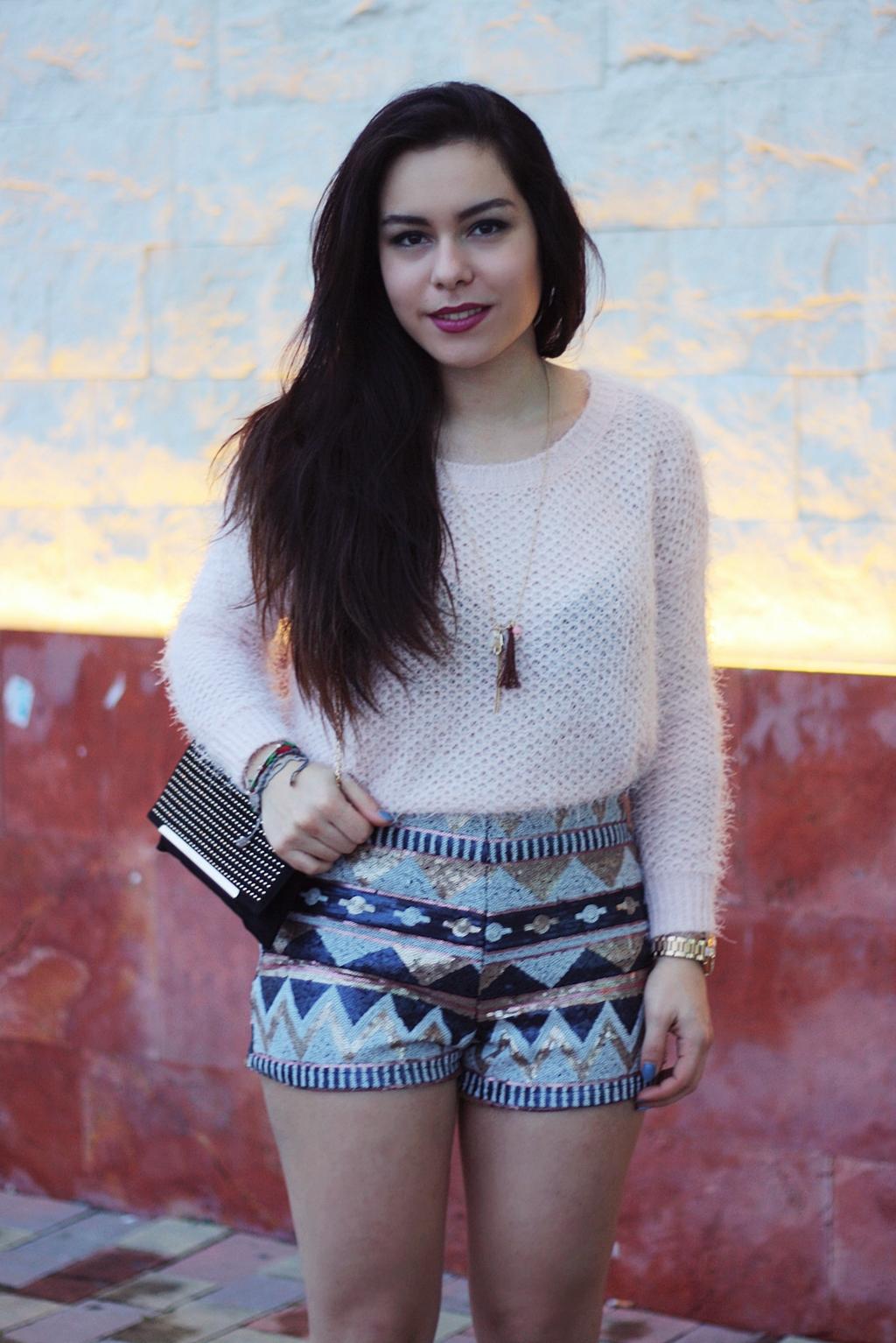 Outfit chic, shorts di paillettes Tally Weijl, maglione rosa pastello, clutch e scarpe Tata Italia, Mina Masotina, fashion blogger Bari