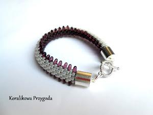perłowo-fioletowa gąsienica