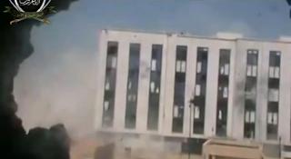 كتائب الفاروق تفجر مبنى البلدية المليئ بشبيحة الاسد