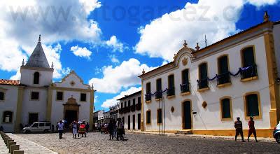 À esquerda, a igreja da Misericórdia. À direita, o museu Histórico de Sergipe, em São Cristóvão