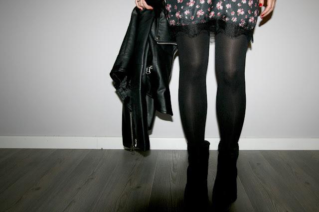 Look lencero con biker de cuero, outfit perfecto para la noche de fin de año, tendencia total