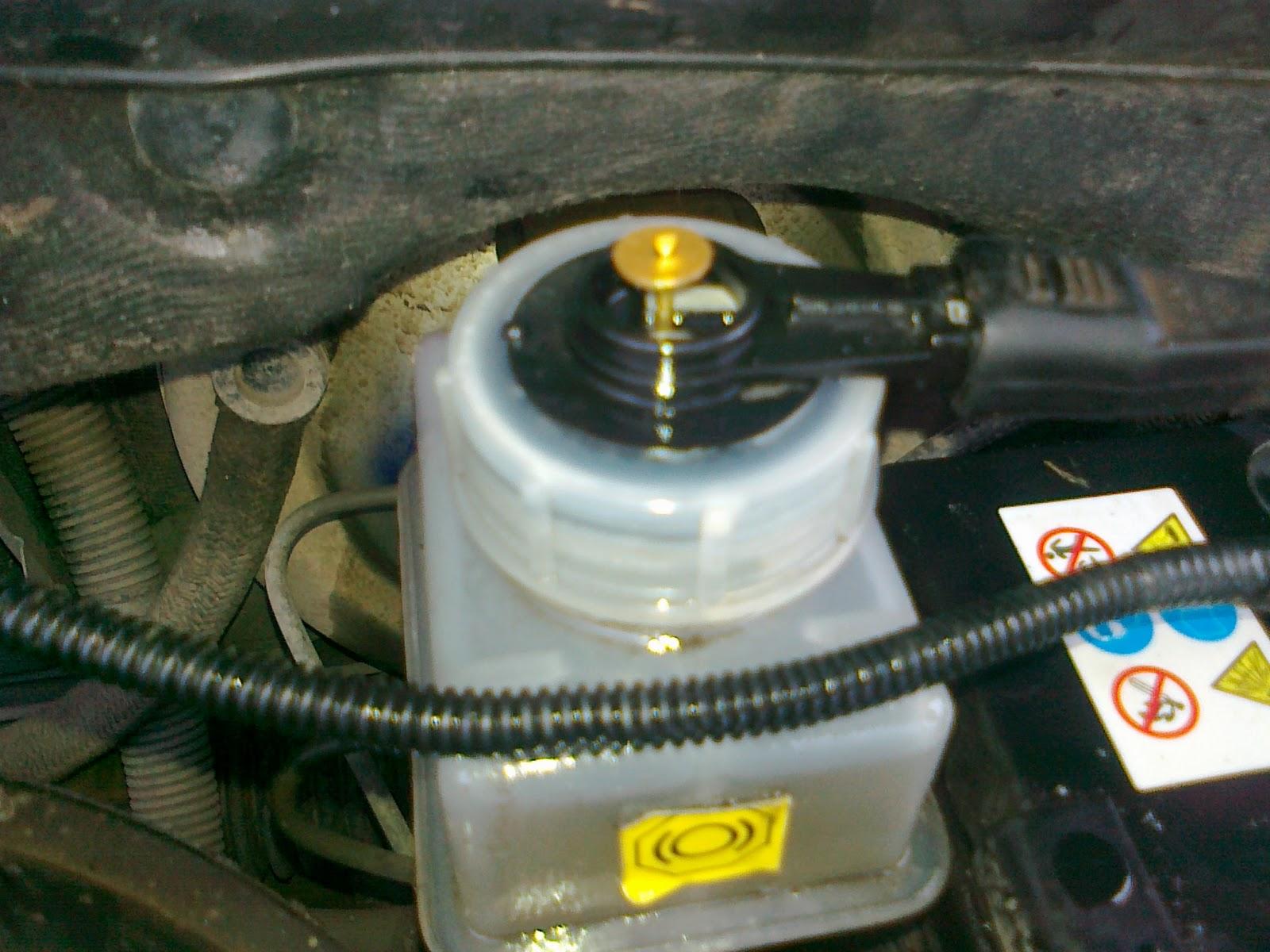 Фото №1 - как поменять тормозную жидкость на ВАЗ 2110