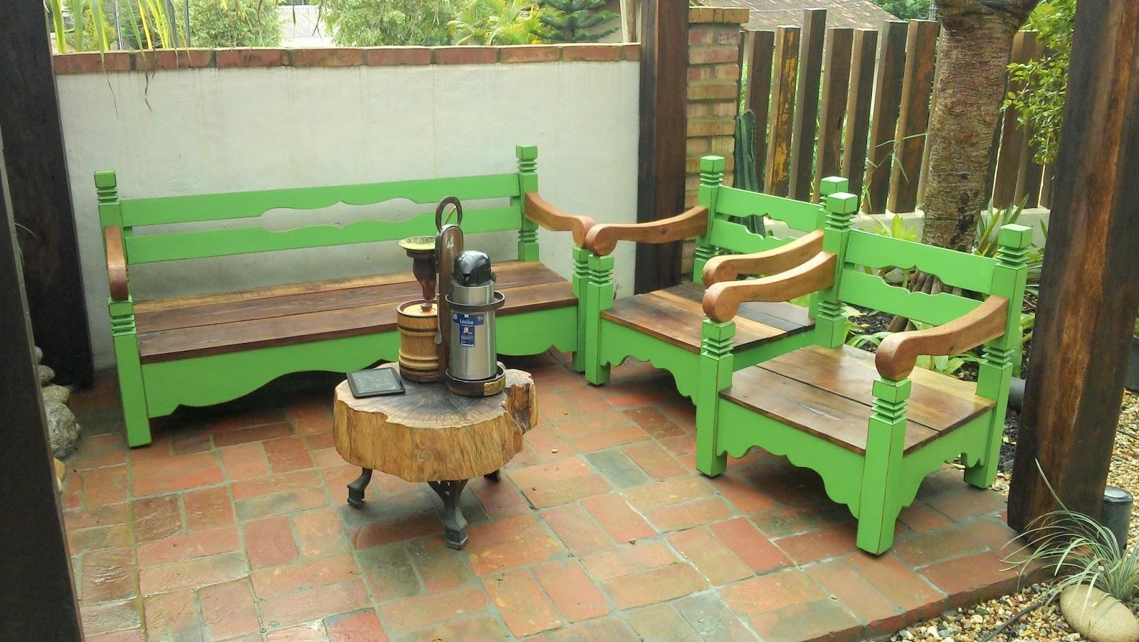 banco de madeira para jardim branco:Pergolado bancos e lago elaborados  #57903B 1600x902