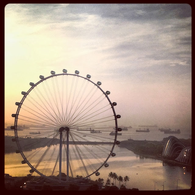 "<img src=""image.gif"" alt=""The Singapore Flyer"" />"