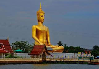 Golden Buddha statue à Bangkok, golden buddha Bangkok, buddha temple in bangkok