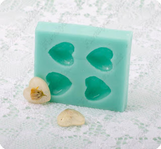 http://en.dawanda.com/product/82899243-4-cabochon-silicon-mold-heart-form-ml91626#product_gallery