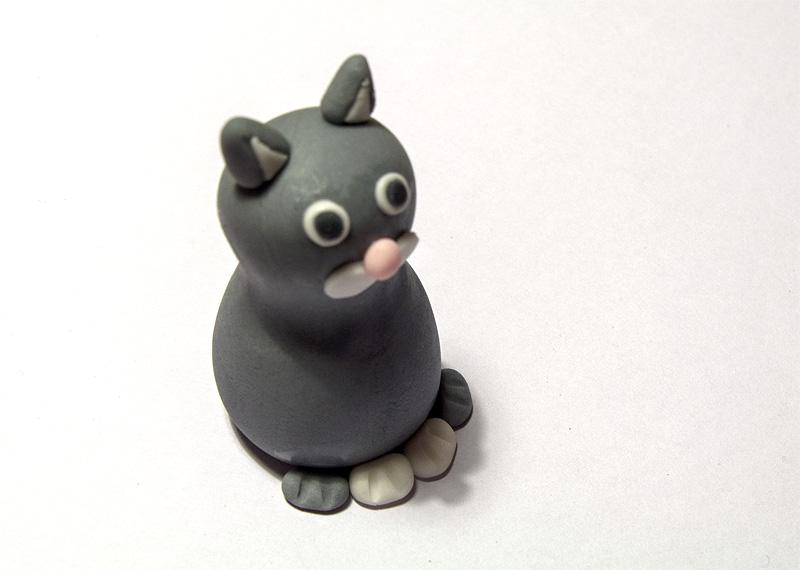 Cat fondant figure pawns on body