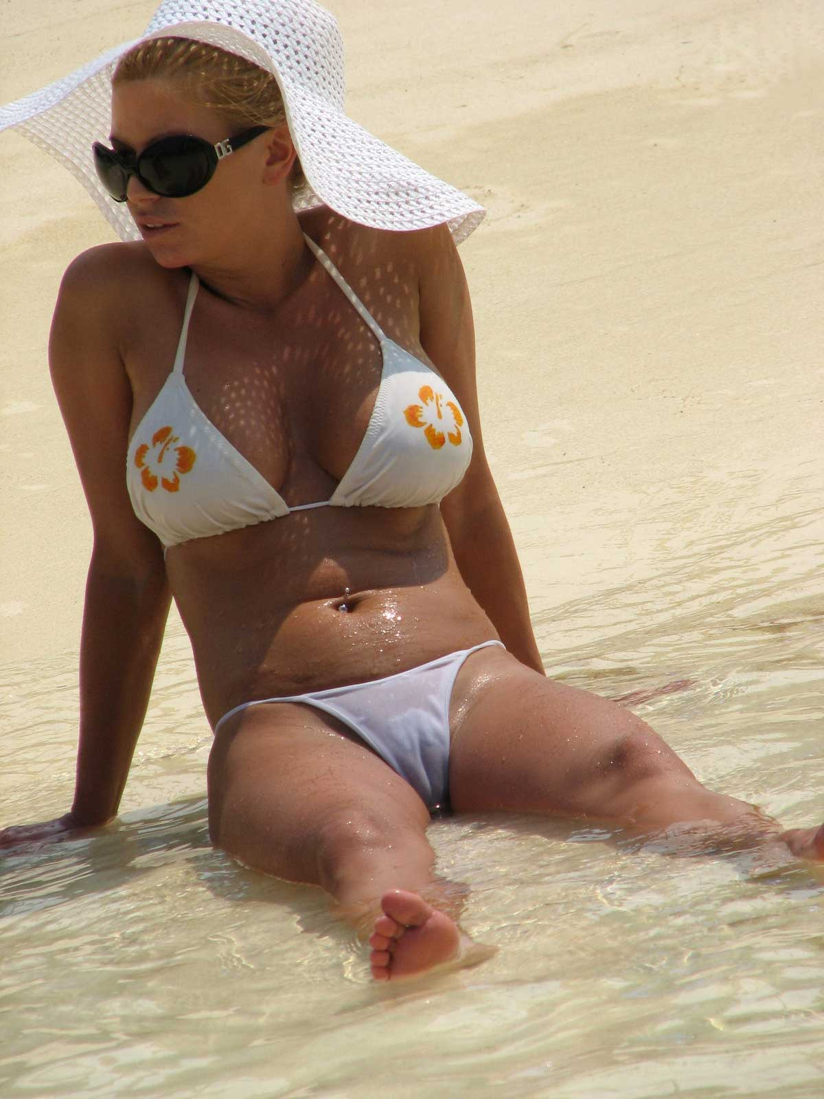jessica simposn hot celebrity camel toe at beach in sexy white bikini