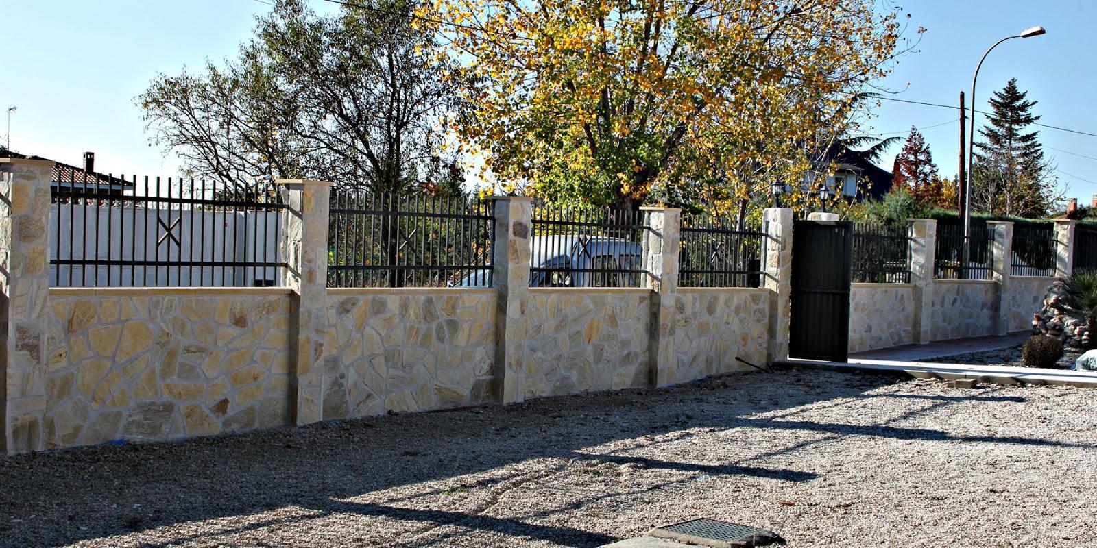 de muro y columnas con piedra natural obra hecha en