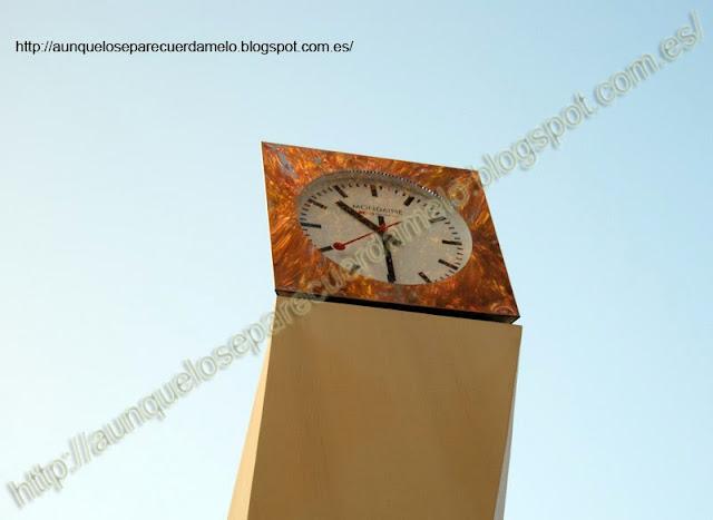 foto de un reloj de la alameda de la sevilla eterna
