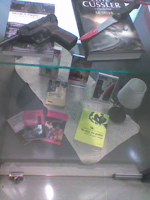 La cua de palla:retrat en negre a un aparador