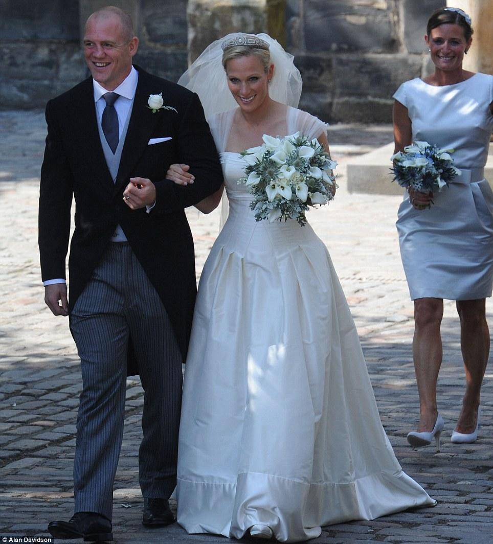 Matrimonio Zara Phillips : Oggi sposi foto matrimonio zara phillips il