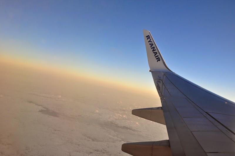 Irland 2014 - Vorspann | Flug | Blick aus dem Flugzeug auf ein Wolkenmeer