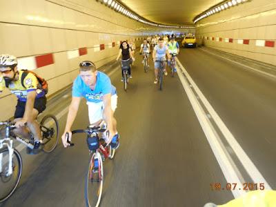 bicicleala prin pasajul subteran