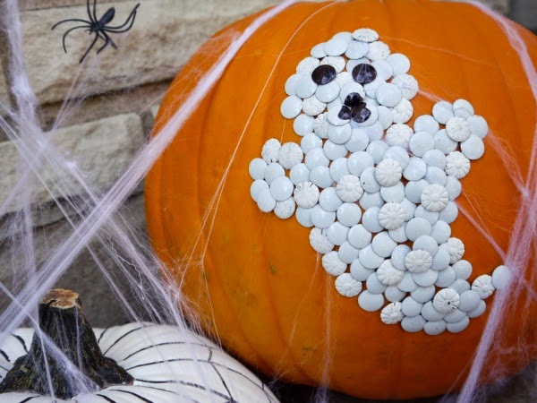 Thumbtack ghost pumpkin and 32 Kid friendly Halloween ideas, Clever Nest with Hometalk #toddler #roundup #costume