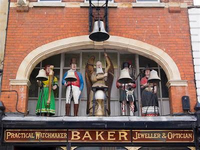 Reloj mecánico de la relojería Baker en Gloucester