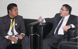 Ayi Muzayini berdiskusi dengan Dubes Iraq Mr. Ismiel Shafeeq Muhsin